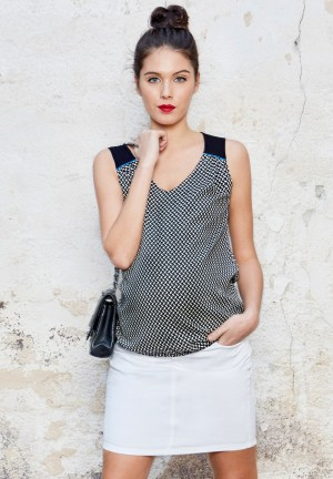 Two-tone maternity top with V shaped neckline