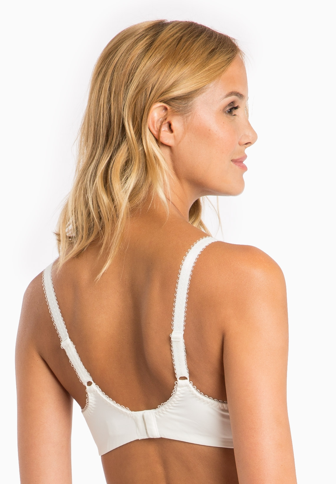 This nursing bra is the Audi/BMW of nursing bras! It is comfortable, excellent quality and has a nice smooth and rounded cup on top of looking sexy. I am a 40 H and it is the best fitting nursing bra I have bought out of the 15 bras I have purchased and tried.